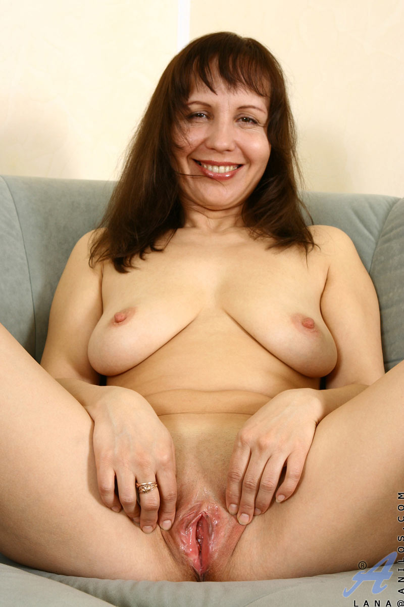 Mature naked women with shaved pussy